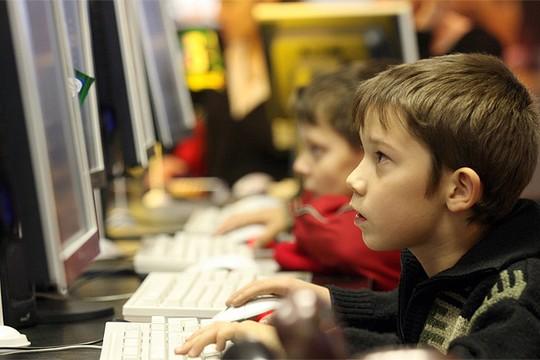 хорошим мальчик за компьютером фото 000 рублей