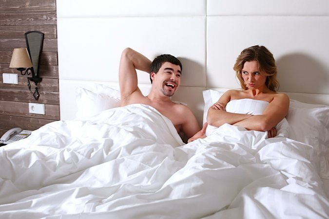 Муж и жена в постели смотреть видео заблуждение
