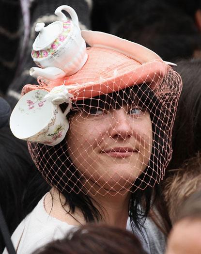 Вот вам шапочка на свадьбе