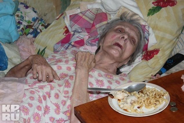 Чтобы узнать почему снится покойная бабушка, нужно обратить внимание на малейшие детали: действия, жесты, слова покойницы – все это имеет скрытый смысл, который нужно суметь правильно «прочитать» и понять.