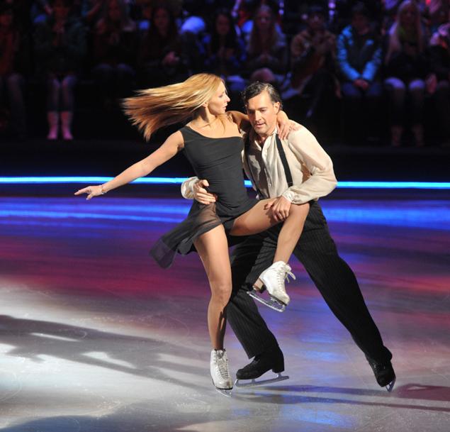 Танцы на льду с семенович выпала грудь