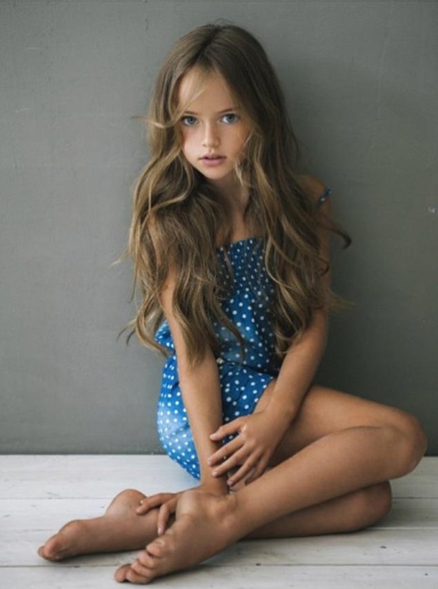 Asian girl spread legs pussy