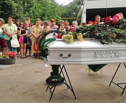 Беременную женщину хоронили когда из гроба 45
