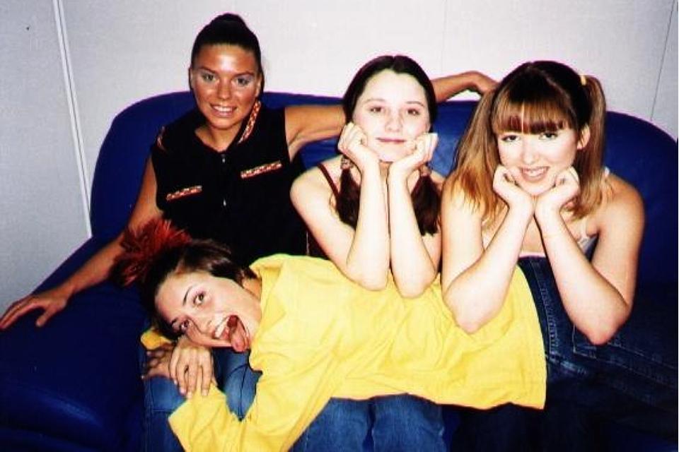 «Ведь я такая красивая сегодня»: Почему Ирина Дубцова сбежала из группы «Девочки» и как сейчас выглядят ее экс-участницы