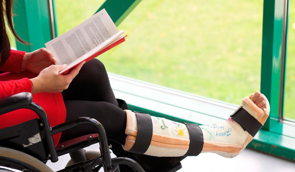 В чем заключается пмп при переломе коленного сустава при склеродермии болят суставы