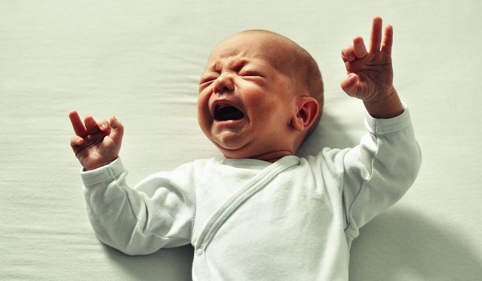 Колики у новорожденного: что делать, когда начинаются, как долго ...