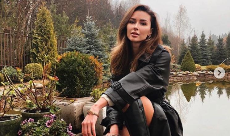Красавица-невеста: Анна Заворотнюк примерила несколько свадебных образов