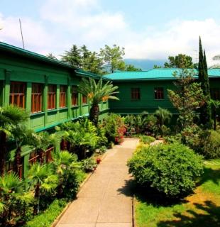 внутренний двор и сад на даче сталина в сочи