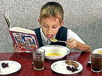 Рацион школьника.  Какими продуктами кормить ребенка, чтобы учеба была в...