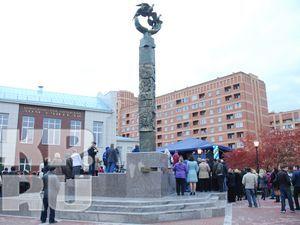 Гимн Учителю - памятник в Новосибирске