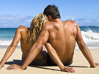 Скачать обои Любовь, пара, берег, волны - Обои раздела Настроения.