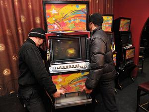 Игровые автоматы меняют на полки с продуктами