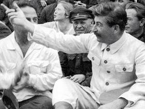 1933 год. Сталин с делегатами съезда колхозников-ударников.