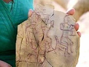 Глиняная табличка, которую нашли в 1975 году в Синайской пустыне.