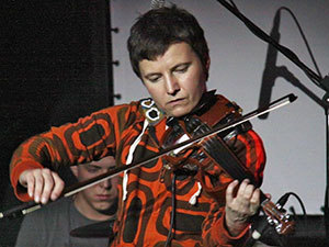 Точную копию скрипки знаменитого мастера Гварнери Светлане подарили фанаты.