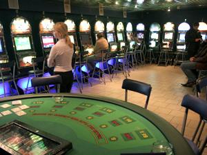Челнинцы жалуются на работающие игровые салоны