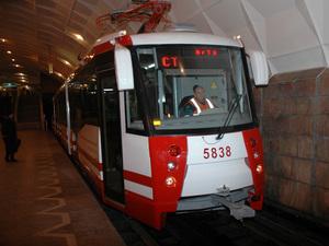 """В Волгограде скоростной трамвай ходит только до остановки  """"14-я гимназия """".  15.06.2011."""