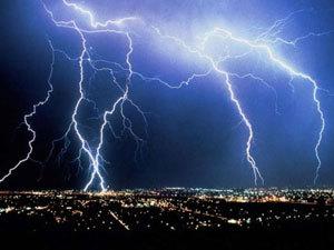 МЧС предупреждает: на Ярославскую область надвигается гроза с сильным ветром и дождем.