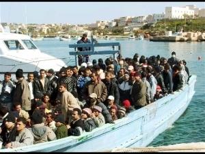 Итальянский остров Лампедуза за сутки атаковали больше тысячи нелегалов