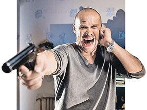 Когда-то Максим Аверин «служил» в телевизоре крутым майором Глухаревым и не расставался с пистолетом...