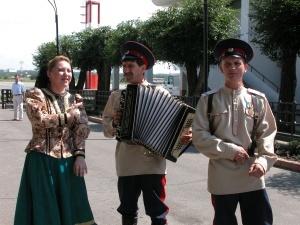 В Ростове на выставке «Играй гармонь, любимая!» покажут сотню старых гармоней.