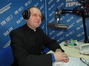 Декан католических общин Красноярского края побывал на радио