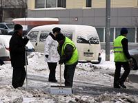По каким правилам должны убирать снег с улиц и во дворах