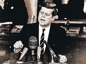Найдите десять отличий: Джон Кеннеди и актер Грег Киннер. Президента мы увидим в документальном фильме «Клан Кеннеди», актера - в главной роли в одноименном сериале.