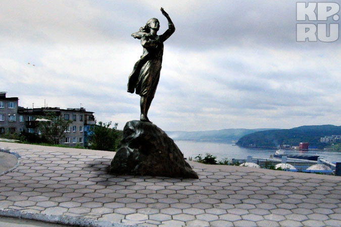 Памятник жене моряка! 3439921