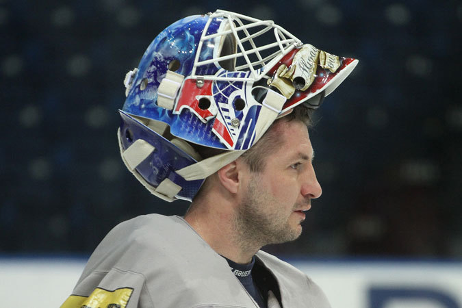 мезин раскрасил шлем в память о Локомотиве