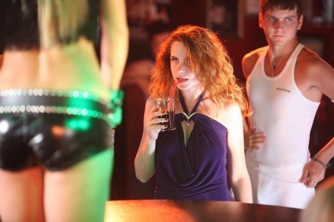 ...считают официантку, которая подожгла коктейль во рту у парня.