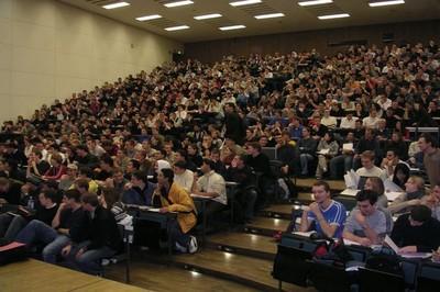 Главные проблемы первокурсников - длинные лекции, частые экзамены и очереди в столовых