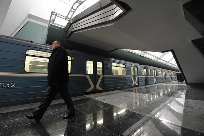 """Станцию метро  """"Борисово """" закрывали из-за бесхозной сумки."""
