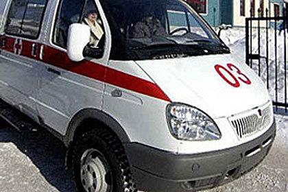 Сотрудники ГИБДД проводят проверку по ДТП, в котором пострадал ребенок