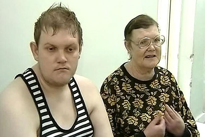 Жестокосердные люди оставили инвалида в 30-градусный мороз, из-за чего он отморозил руки.