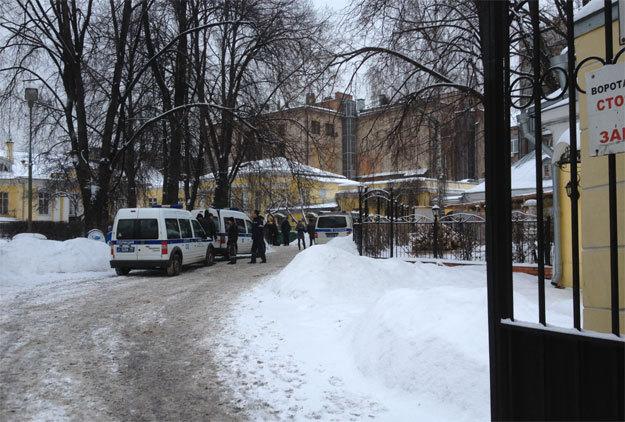 Следователи уже работают на месте убийства Хасана