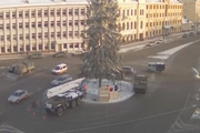 В Пскове начался демонтаж главного новогоднего символа [фото]