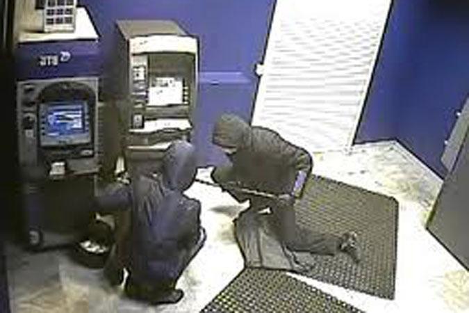 В Волгоградской области неизвестные взломали банкомат болгаркой