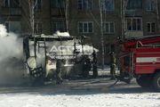 В Ленинском районе Новосибирска сгорел автобус МАЗ
