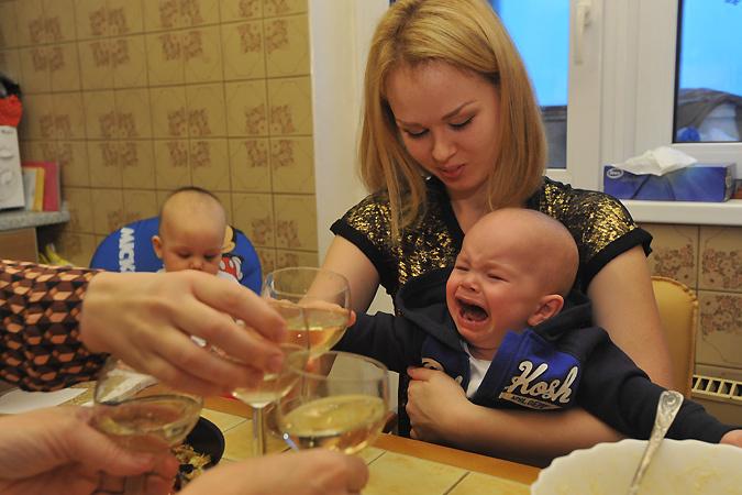 В Россию пришла «ювеналка»: за семьями москвичей поставят следить соцработника