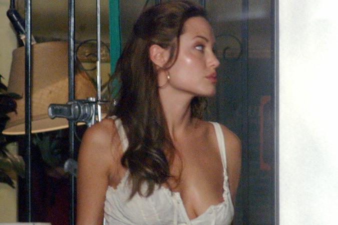 Портрет голой Анджелины Джоли без груди выставили на аукцион