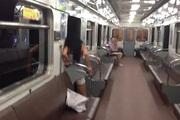 В метро пассажиров возили в вагонах с открытыми дверьми