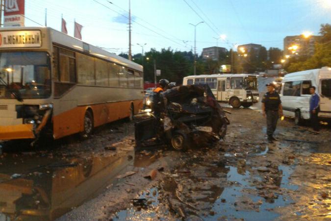 Крупное ДТП в Саратове: