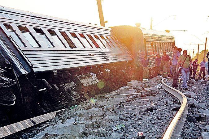 По факту крушения поезда Новосибирск-Адлер возбуждено уголовное дело.