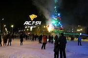 В Новосибирске в новогоднюю ночь загорелась елка у ГПНТБ