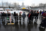 Дары волхвов в Минске: люди стоят по 12 часов в очереди, чтобы на секунду прислониться к святыне