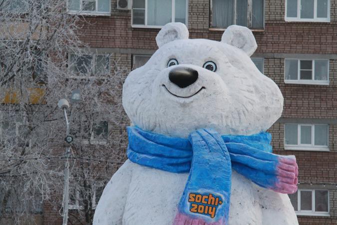 На центральной площади в Рыбинске установили гигантского Олимпийского медвежонка // YAR.KP.RU Комсомольская правда в Ярославле