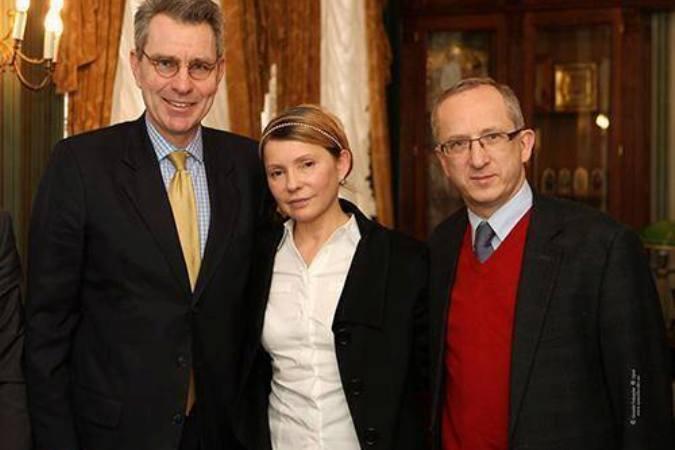 Увага Майдан - случилось чудо! Тимошенко встала и пошла… 6482306