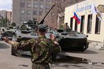 Киевский десант вошел в Славянск подроссийским флагом
