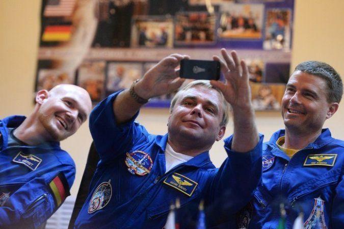 На мкс космонавты сделали селфи